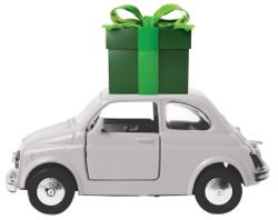 תמונה של מכונית קטנה, ועליה מתנה